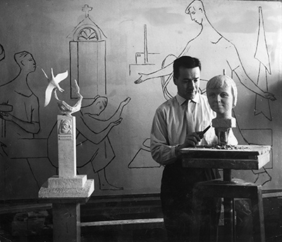 Pauli Koskinen (1921-2003), joka osallistui myös 1962 Cygnaeuksen kansalaiskoulun seinämaalauskilpailuun. Jyväskylän taiteilijaseuran arkisto